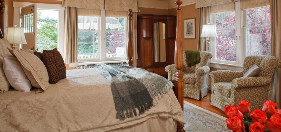 iris room victoria accommodation at abbeymoore manor bed. Black Bedroom Furniture Sets. Home Design Ideas